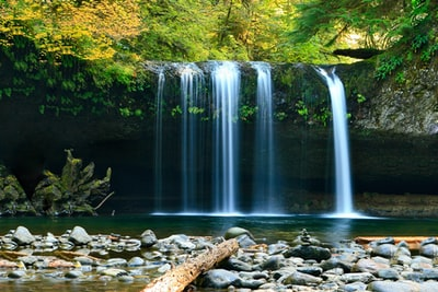 """Oregon's newest waterfall cafe: """"This is the most beautiful waterfall"""""""